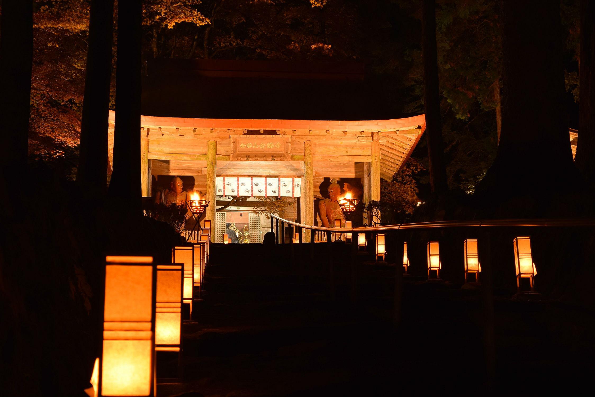 幻想的な灯りにいざなわれ。霊山清浄久遠の金勝寺のあかり