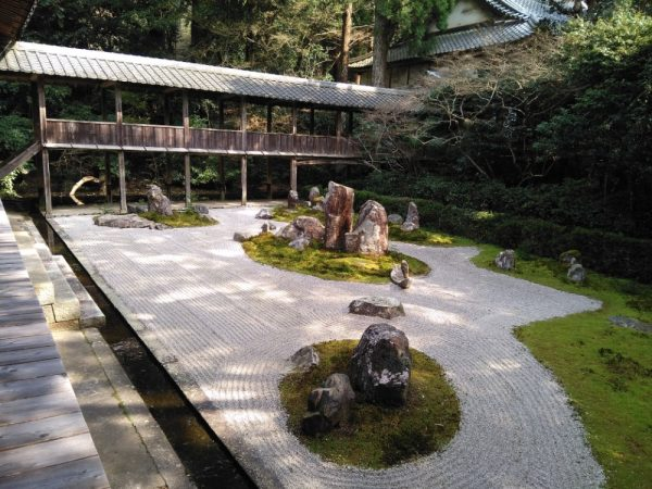 龍潭禅寺だるままつり_ふだらくの庭