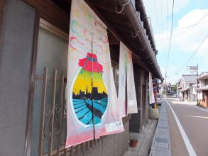 【開催中】今年は春に開催!中山道愛知川宿のれんアート【5/31まで】