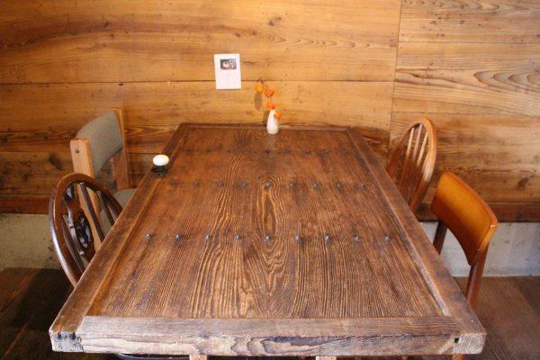 古良慕 テーブル