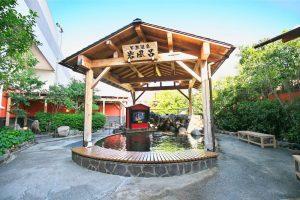 【草津湯元 水春】アクセス抜群の天然温泉。多彩な風呂と岩盤浴で癒やされて