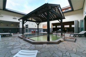 【水口温泉つばきの湯】多彩な露店&内風呂で、心もほぐれる温泉旅行気分