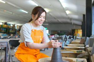 [信楽陶苑 たぬき村]伝統ある信楽焼が気軽に楽しめる。自宅で陶芸ができるセットがおすすめ!(信楽)